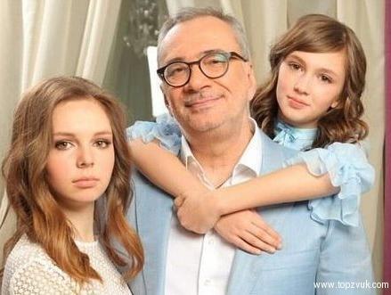 13-летняя дочь Константина Меладзе думает стать эстрадной певицей