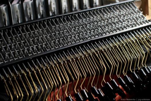 Исправление кривой клавиатуры, запавших кнопок, порванного меха
