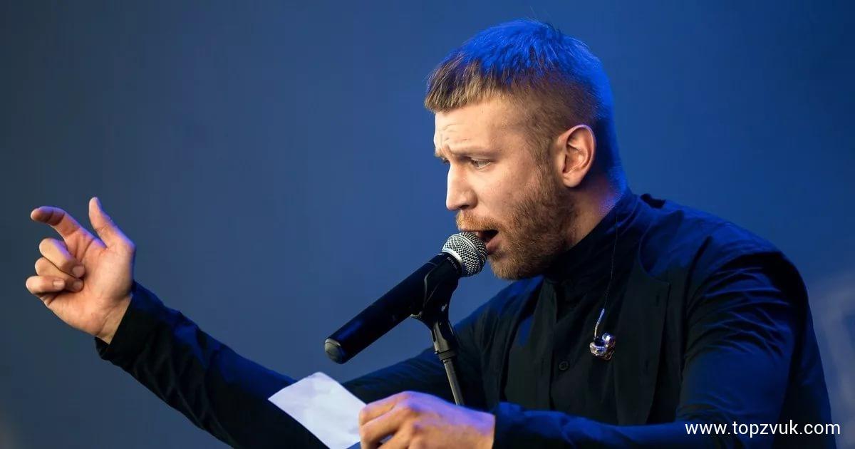 Иван Дорн выступил наконцерте вмини-юбке 71
