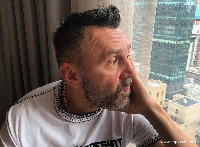 Сергей Шнуров защитил Ксению Собчак от нападок в стихотворной форме